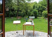 Gottesdienst im Garten der Versöhnungskirche
