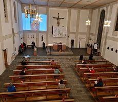 Blick in die Kirche Oberwöhr beim Weltgebetstag 2021
