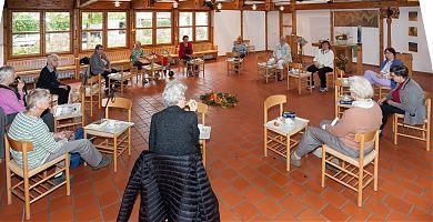 Frauen am Vormittag in der Stuhlrunde