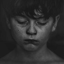 ein Kind trauert