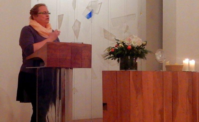 Pfarrerin Lotz bei der Predigt