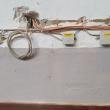 Kabel und Dosen an der Wand