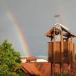 Versöhnungskirche mit Regenbogen