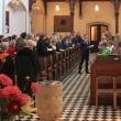 Kantor Eppelein singt mit der Gemeinde