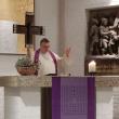 Pfarrer Dr. André Golob beim Gebet